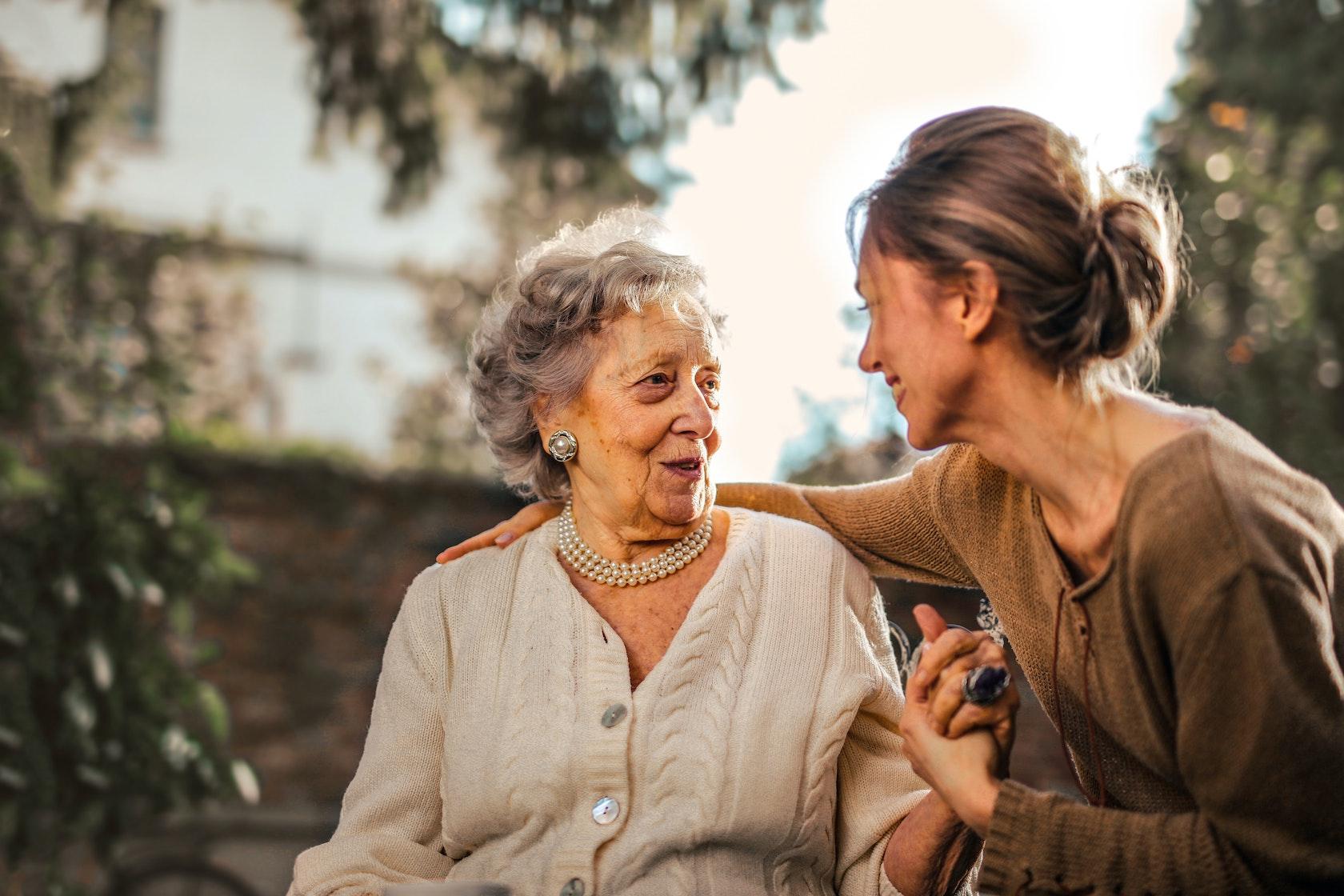 Grootmoeder en dochter